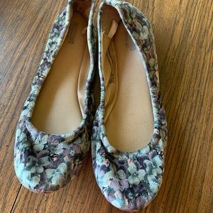 Mossimo size 7 ballet flats
